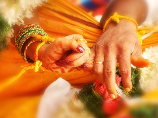 அமெரிக்காவில் கணவர் 2-வது திருமணம்... நீதி கோரி மதுரையில் மனைவி தர்ணா