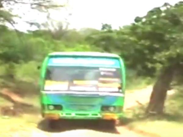 பாலம் கட்ட மறுப்பு... பஸ் வசதியில்லை... படகு மூலம் ஊருக்குள் செல்லும் 'தெங்கு மரகடா' மக்கள்- வீடியோ