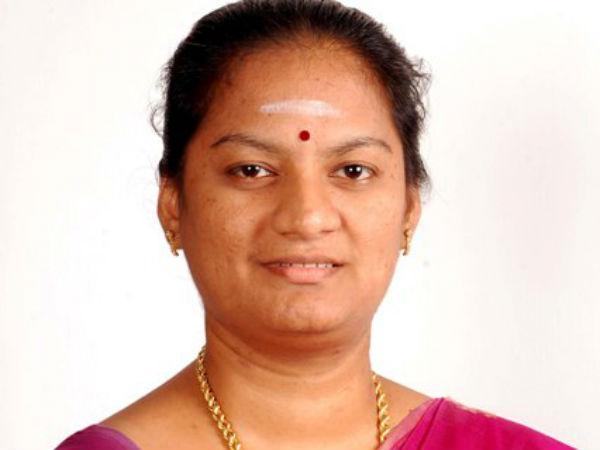 போயஸ் கார்டனில் காலில் ரத்தம் வரும் அளவுக்கு அடித்தனர்... சசிகலா புஷ்பா குமுறல்