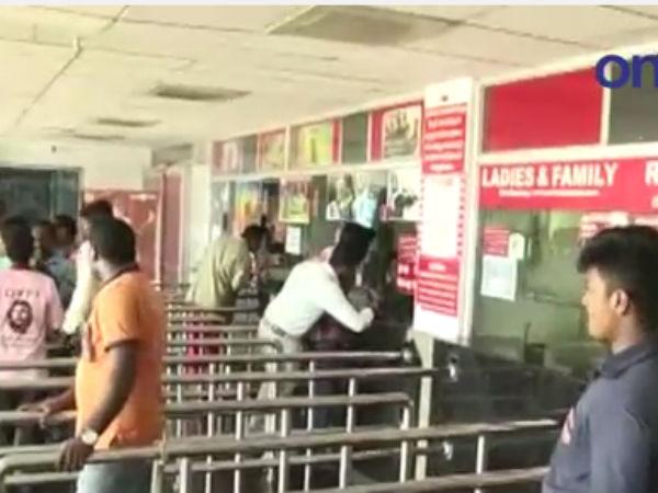 தியேட்டர்களில் ரூ. 10 டிக்கெட் தருவதில்லை... இந்திய ஜனநாயக வாலிபர் சங்கம் ஆர்ப்பாட்டம்- வீடியோ