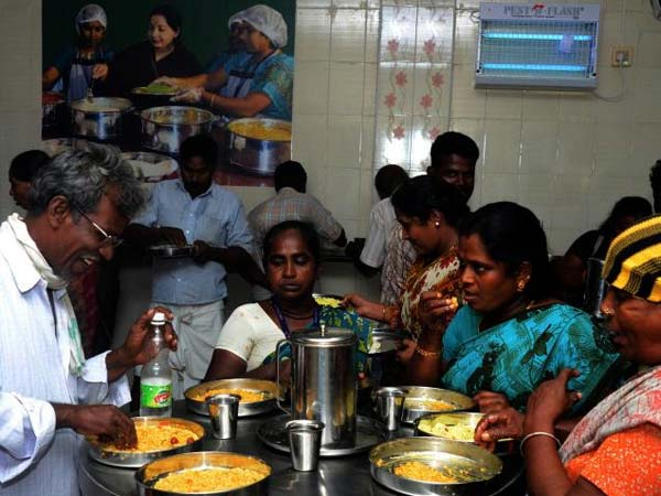 33 கோடி இட்லி, 17 கோடி சப்பாத்தி, 14 கோடி கலவை சாதம்: அம்மா உணவகங்கள் சாதனை
