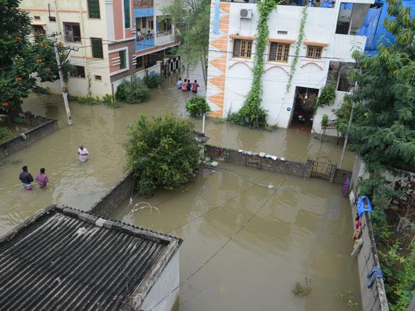 சென்னையாக மாறிய ஹைதராபாத்.. வெள்ளத்தில் மிதக்கிறது.. ஆயத்த நிலையில் ராணுவம்.. 5 நாள் மழை எச்சரிக்கை