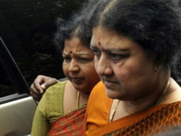 Sasikala, Ilavarasi allowed with Jayalalitha