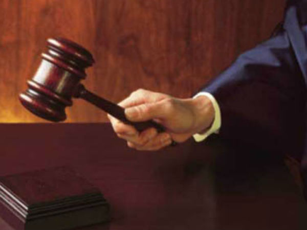 Two bank employees gets bail