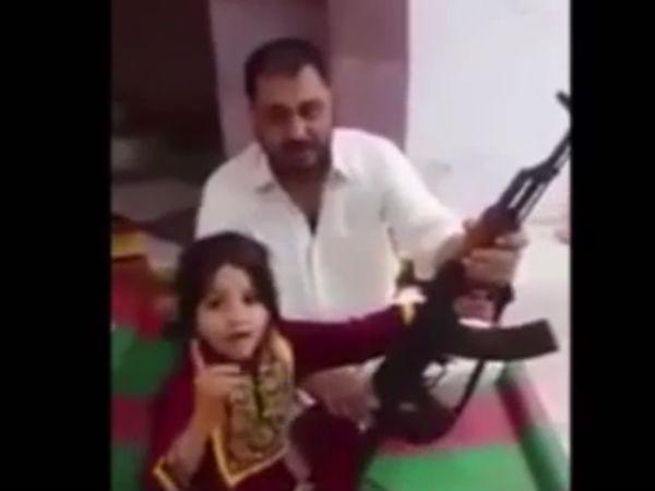 துப்பாக்கியால் சுட்டு மோடியை மிரட்டும் பாகிஸ்தான் சிறுமி- அதிர்ச்சி வீடியோ
