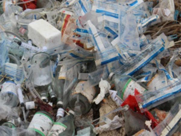 கேரளாவின் குப்பைத் தொட்டி தமிழகம்.. மருத்துவ கழிவுகளை ஏற்றி வந்த 24  லாரிகள்..பொதுமக்கள் சிறைபிடிப்பு   Medical wastage from Kerala dumped in  Tamil Nadu - Tamil Oneindia
