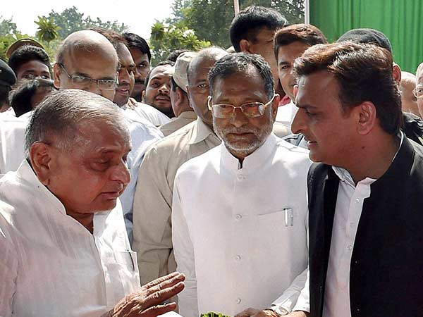 Akhilesh will not be removed as the UP CM, says Mulayam Singh