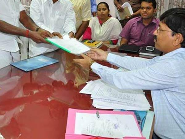 உள்ளாட்சி தேர்தல்: ஒரே நாளில் நேற்று 1,65,644 பேர் வேட்பு மனுத் தாக்கல்!