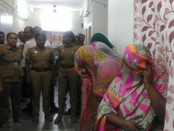 தென்காசியில் நகை திருட்டு: 4 பெண்கள் கைது; 147 பவுன் நகைகள் மீட்பு