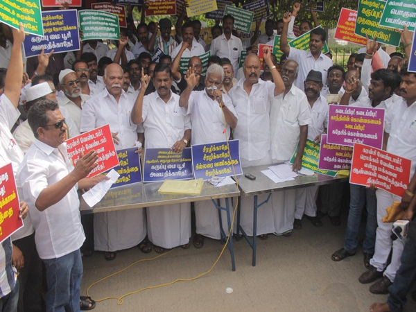 Traders Protest in chennai for the announcement of invalid currency notes