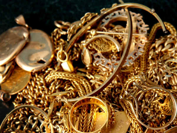 Robbers loot 14 kg gold worth Rs 4 cr from Ahmedabad