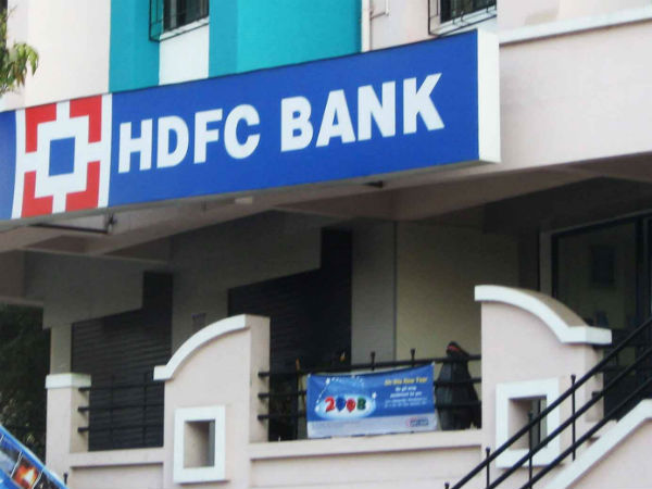 Miscreants pelt stone at HDFC bank ATM