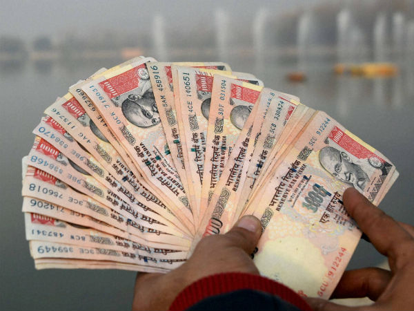 Rs 1000 Notes Float in Manimutharu river