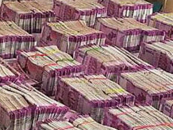 சென்னை ரெய்டு.. 70 கோடிக்கு ரூ.2000 நோட்டுக்கள்.. அதிர்ந்து போன ஐடி அதிகாரிகள்