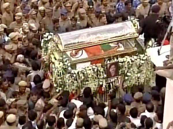 Jayalalitha cremation today evening 4.30 pm at Marina Beach
