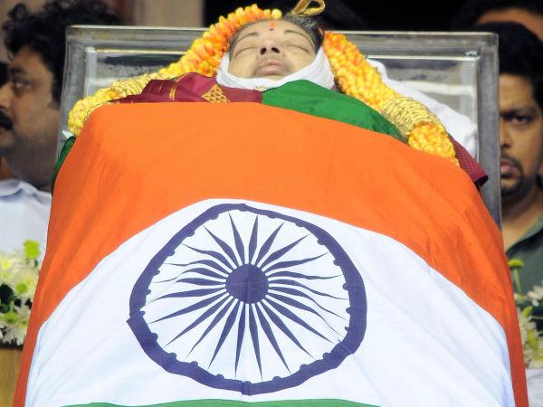 ராஜாஜி ஹாலில் ஜெ. உடல்... 'இரும்புப் பெண்மணி'க்கு இறுதி அஞ்சலி செலுத்தும் மக்கள்-வீடியோ