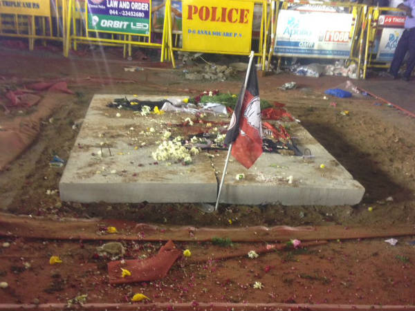 Police not permit to pay homage in Jayalalitha's square
