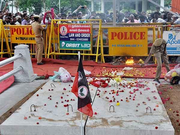 அம்மா  மறைவு... அதிர்ச்சியில் 280 அதிமுகவினர் மரணம்