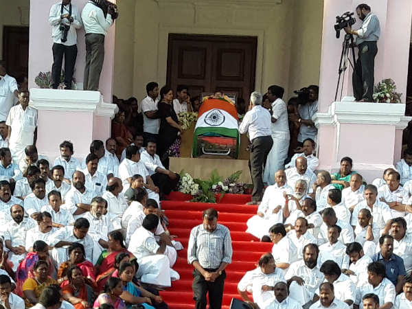 Jayalalitha mortal at poes garden house