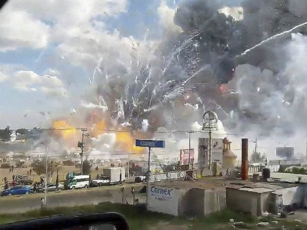 Mexico City : Explosion at fireworks market, kills at least 29