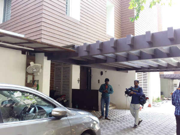 Income tax officials raiding at Rama Mohan rao son Viveke's home