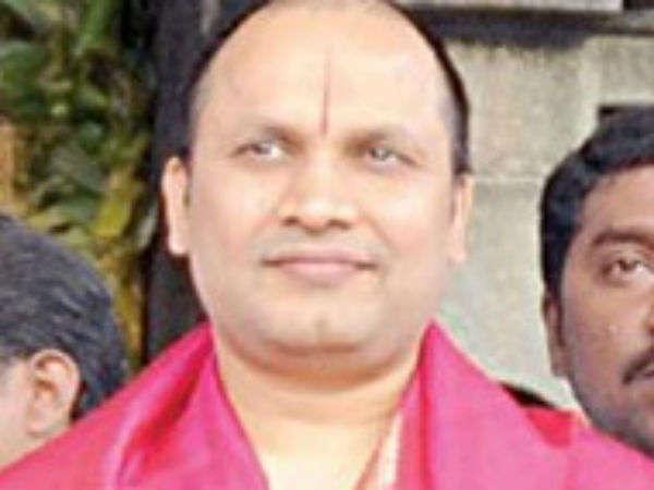 IT officials raid in Sekar reddy house