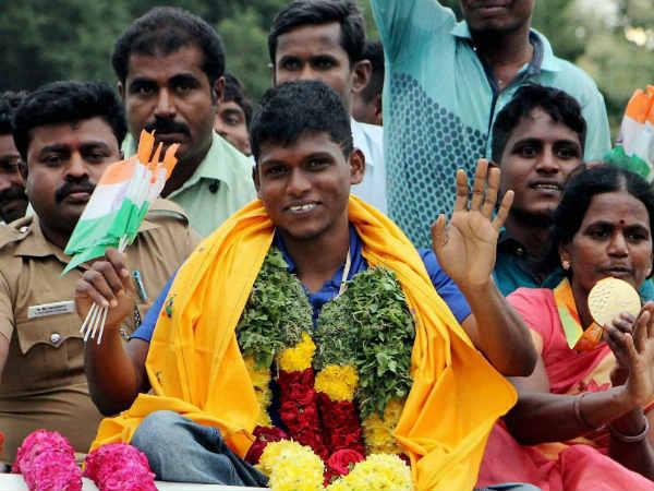 ஜல்லிக்கட்டு புரட்சிக்கு ஆதரவு: பதக்கத்தை திருப்பி கொடுத்த 'தங்க தமிழன்' மாரியப்பன்!