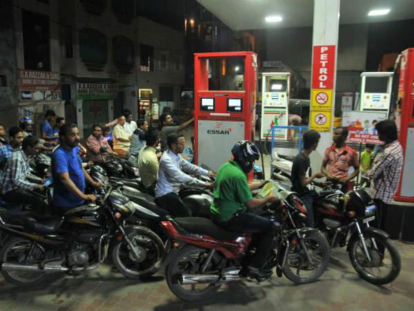 Petrol Bunks will not accept debit and credit cards from today night