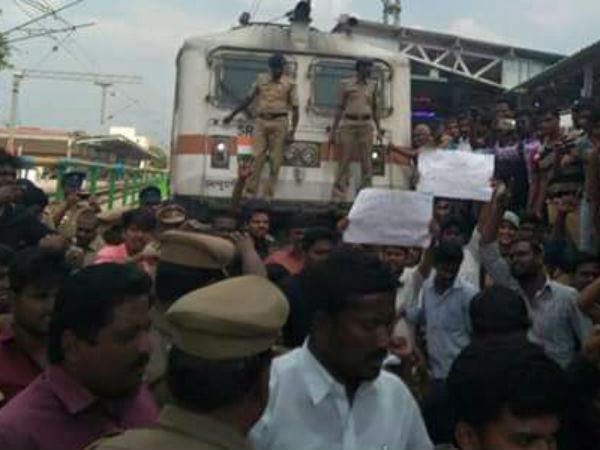 சென்னை, மதுரையில் அடுத்த கட்ட போராட்டம் வெடித்தது... ரயில்களை மறித்து இளைஞர்கள் ஆவேசம்