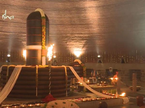 ஈஷா மையத்தில் கண்ணை மூடி மோடி தியானம்