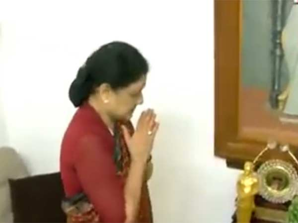Sasikala paid tribute to the former Chief minister MGR in his Ramapuram Home