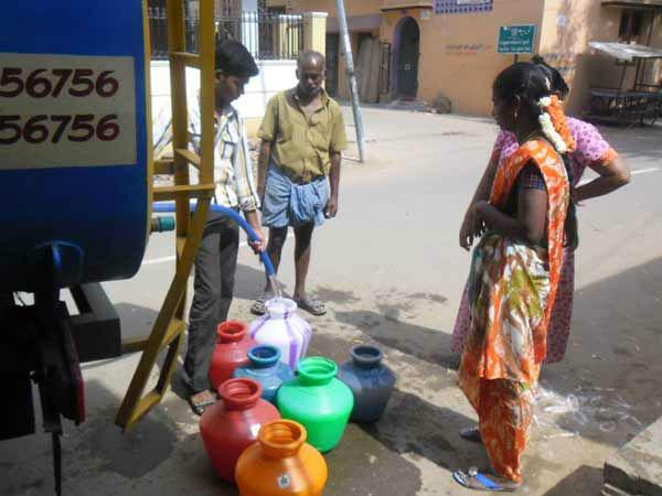சென்னையை நெருங்குகிறது குடிநீர் பஞ்சம்.. 40 நாளுக்கு தேவையான நீர்தான் இருக்கிறதாம்