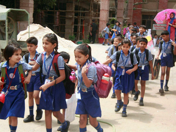 Schools reopen in Kashmir after a months
