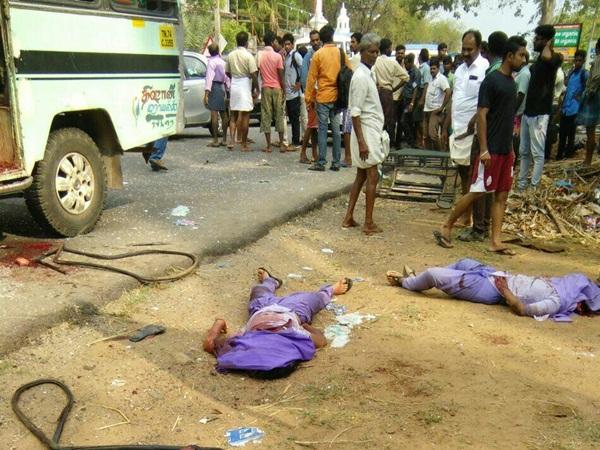 கல்லூரி வேன் மீது லாரி மோதிய கோர விபத்து: கர்ப்பிணி பெண் உள்பட 7 மாணவிகள் பலி