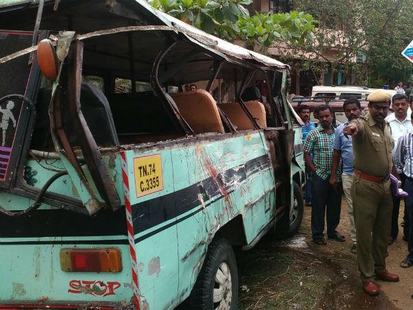 கல்லூரி வேன் மீது லாரி மோதல்.. 5 மாணவிகள் சம்பவ இடத்திலேயே பலி… 8 பேர் படுகாயம்