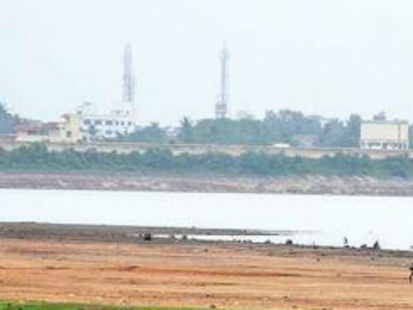 Chennai's water source Chozhavaram Lake was dried, it seems there will be more water crisis.