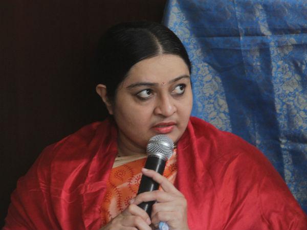 நான் வீட்டுல இருந்துகிட்டே ஆர்கே நகரில் அசால்ட்டா ஜெயிப்பேன் பாரு... ரேஞ்சுக்கு பேசும் 'மேட்' தீபா!