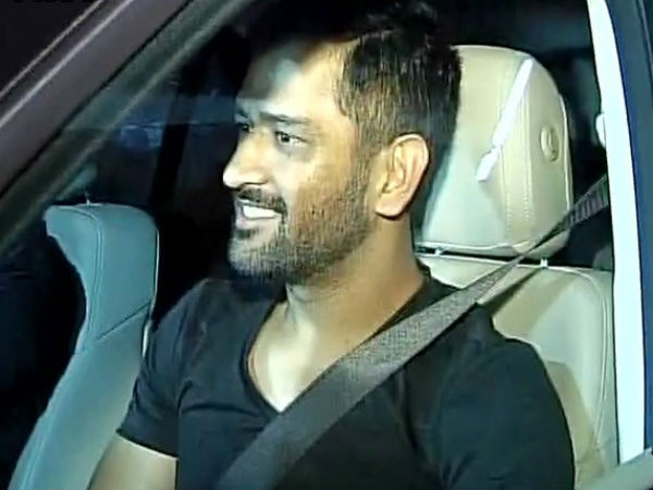 Former Indian Captain Dhoni's Mobiles were theft in Delhi, police probes on.