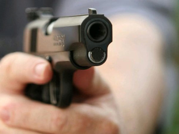 In Mumbai Dharavi youngster shot by two person