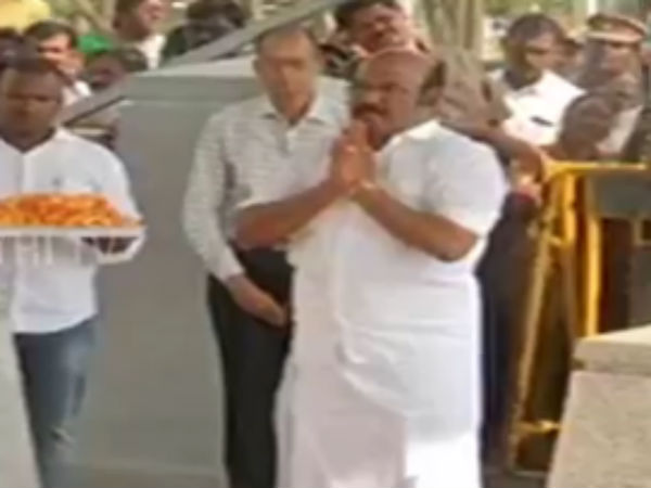 Finance Minister Jayakumar paid tribute in Jayalalitha's memorial with the buget