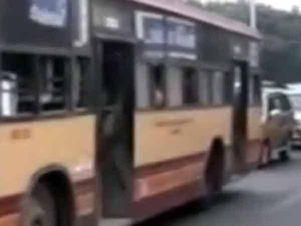 சென்னையில் தாறுமாறாக ஓடிய எம்டிசி பேருந்து ரவுண்டானாவில் மோதியது... பயணிகள் காயம்
