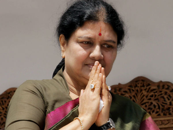 EC orders Sasikala to reply on ADMK poll symbol issue