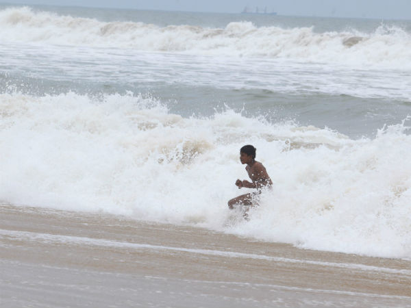 மாமல்லபுரம் கடலில் குளித்த 3 பேர் மூழ்கினர் - ஒருவர் சடலம் மீட்பு