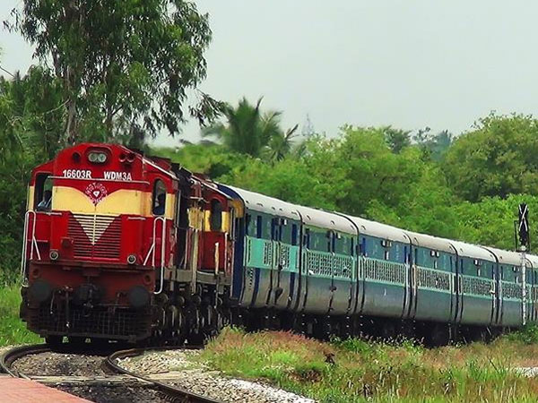 Silambu Express train extended to Sengottai