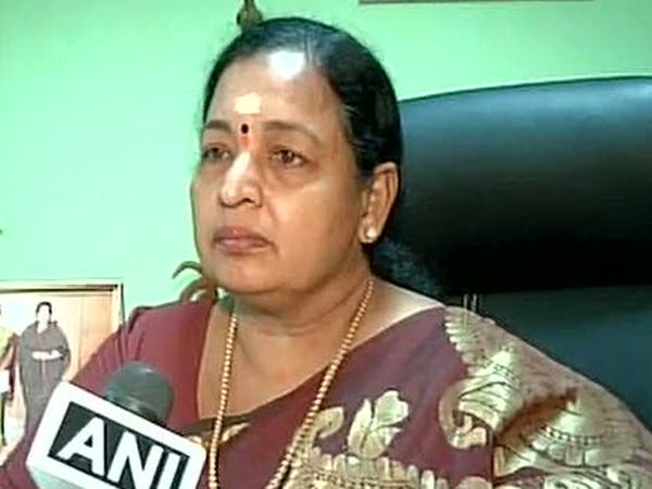 ஆர்.கே.நகர் தேர்தல் பிரசாரத்தில் சி.ஆர்.சரஸ்வதி மீது அழுகிய