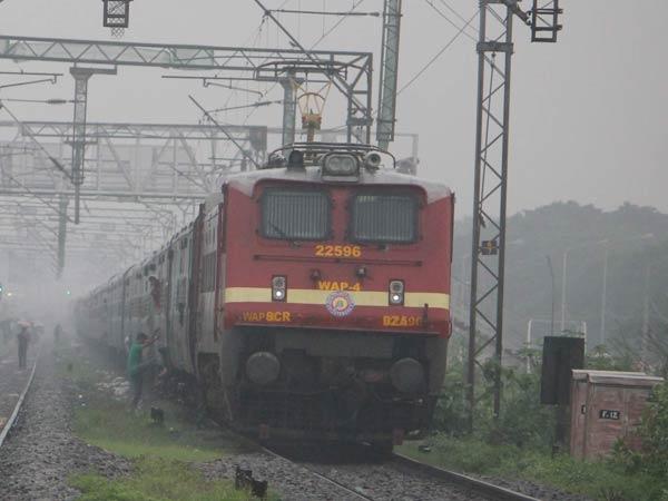 போலீஸில் புகார்