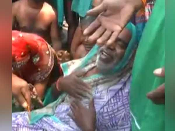 Tamilnadu farmers cuts their mangalsutra in Delhi