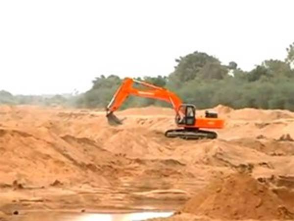 நாங்களும் கல்லா கட்ட வேண்டாமா... 9 மணல் குவாரிகள் மூடியதற்கு காரணம் இதுதானாம்