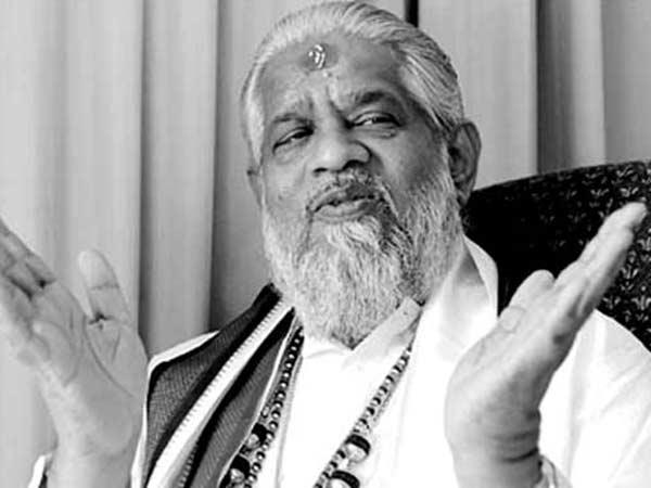 சர்வதேச ஆயுத சப்ளை கும்பலுடன் தொடர்புள்ள சந்திரசாமி.. மர்ம சாமியாரின் மறுபக்கம்