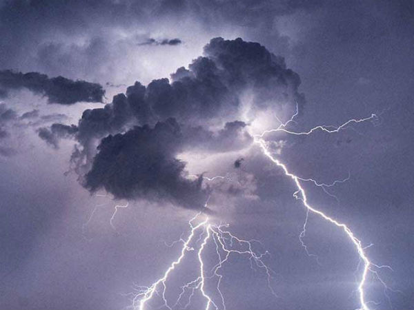 At least 12 farmers, including 5 women, were injured in the Lightning attack near Tirunelveli